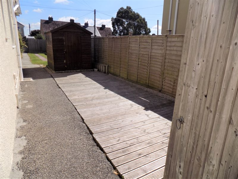 Side Gate to Decking