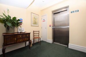 Communal entrance with lift