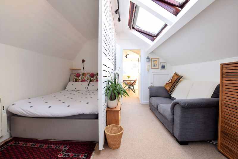 Bedroom/Sitting Area
