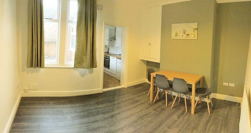 Foster Street - Room 1