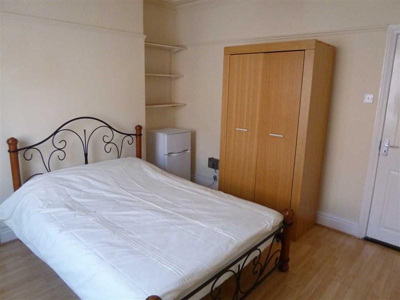Dixon Street - Room 1