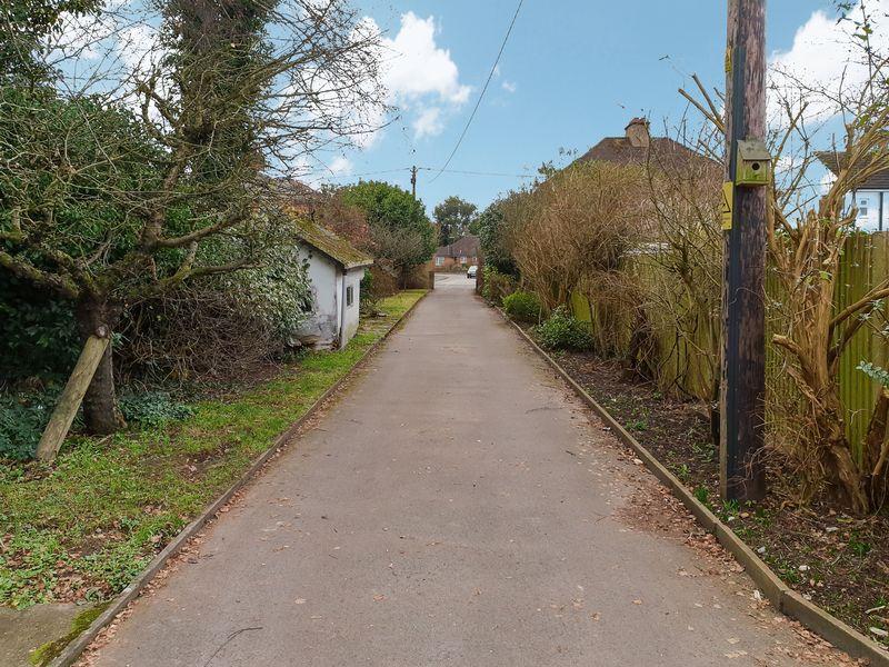 Lower Weybourne Lane Badshot Lea
