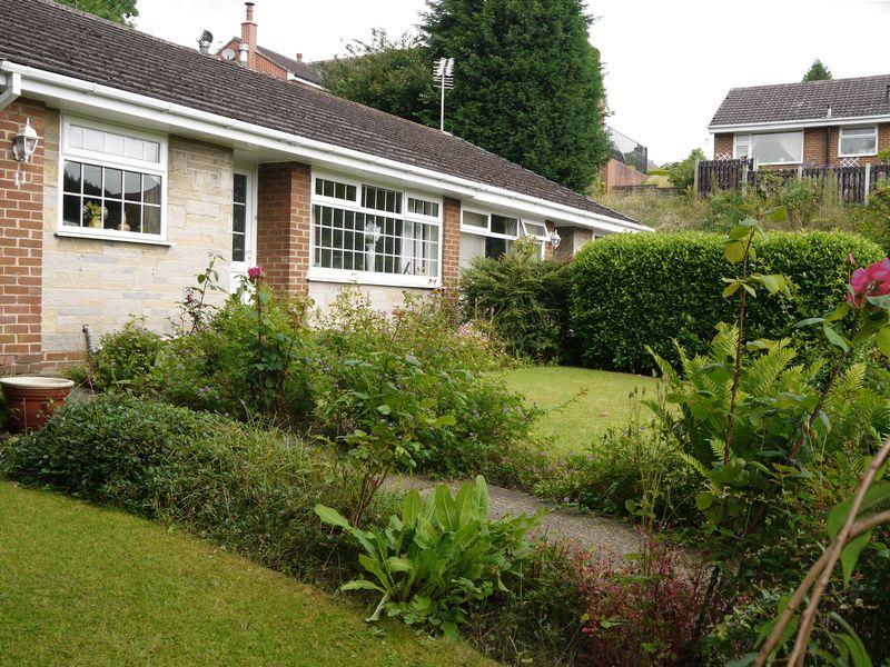 Manor Close Fairweather Green