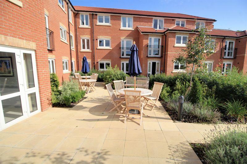 New Pooles Lodge 31 Maywood Crescent