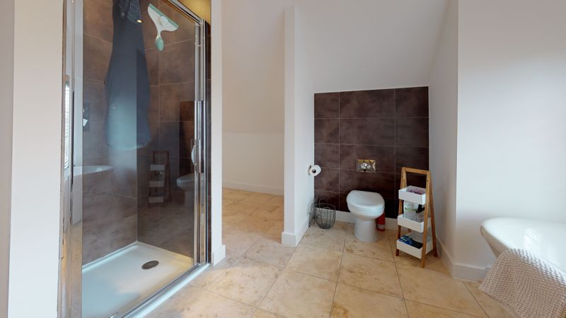 En-suite roll top bath/ double shower