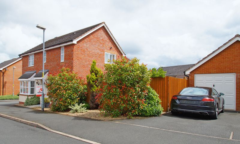 3 Bedrooms Property for sale in Wheatcroft Close Brockhill, Redditch