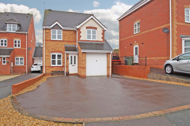 3 Bedrooms Property for sale in Appletree Lane Brockhill, Redditch