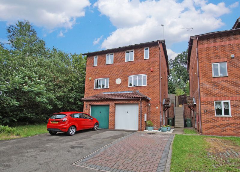 3 Bedrooms Property for sale in Lydham Close, Redditch