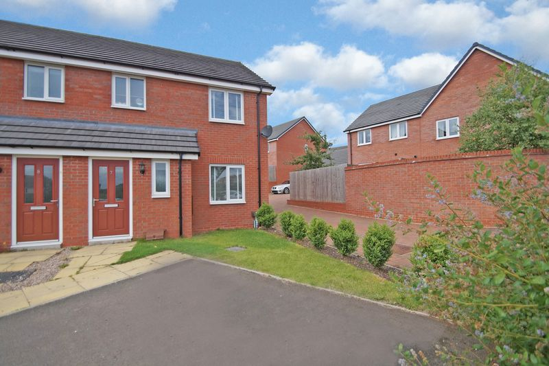 3 Bedrooms Property for sale in Almondsbury Close, Redditch