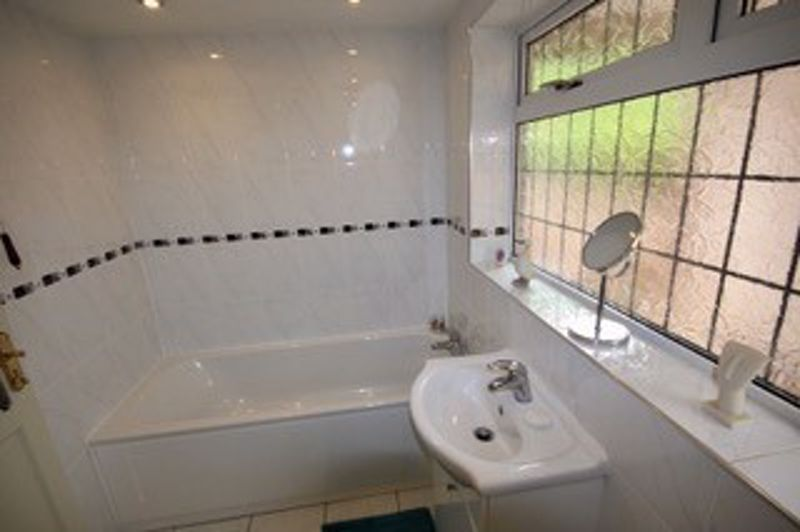 RE-FITTED BATHROOM (3)