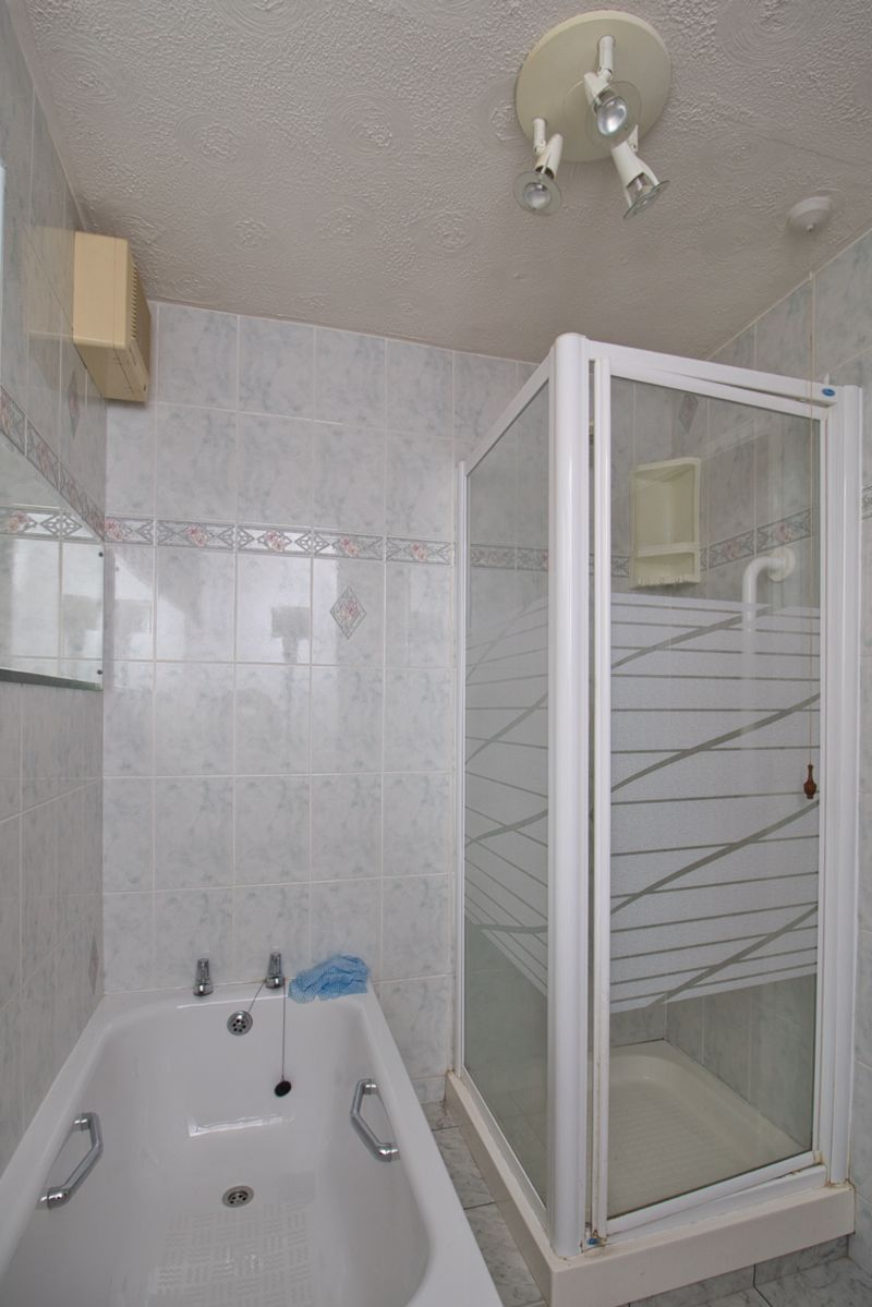 BATHROOM SHOWER CUBICLE (2)