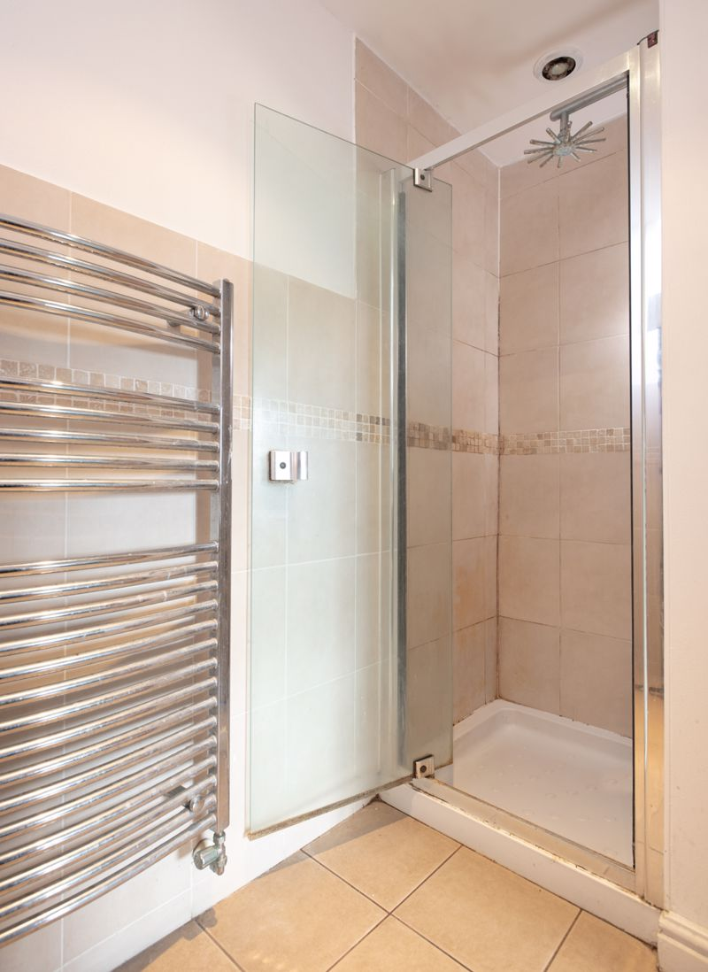 EN SUITE SHOWER CUBICLE