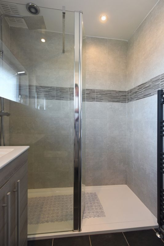 SHOWER ROOM (2)