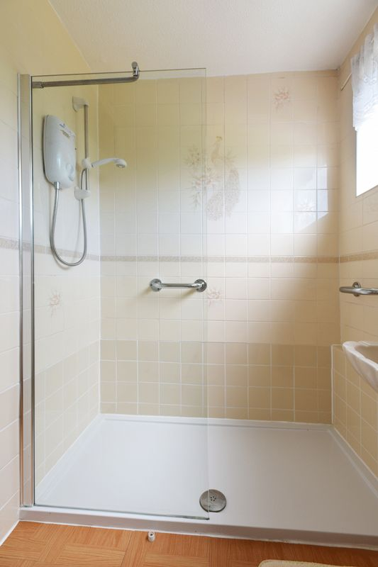 RE-FITTED SHOWER ROOM (2)