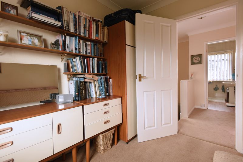 Bedroom 3/study to landing