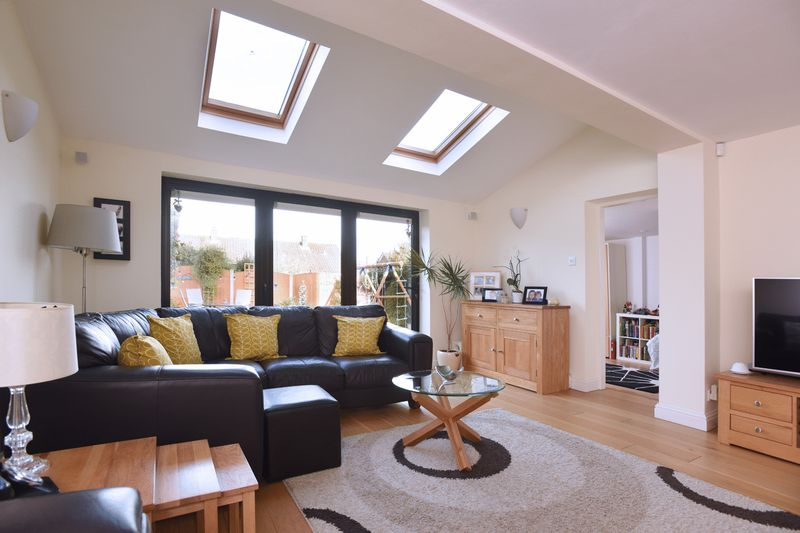 LOUNGE/EXTENSION