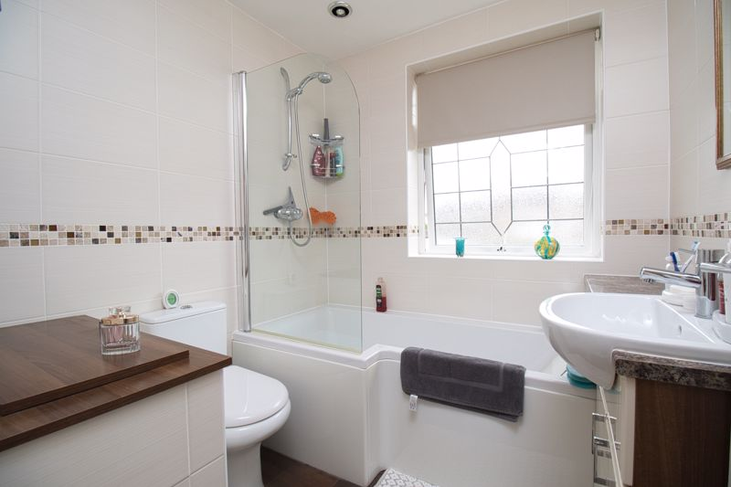 R-FITTED BATHROOM (FRONT)