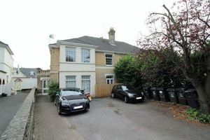 17 Alumhurst Road Westbourne