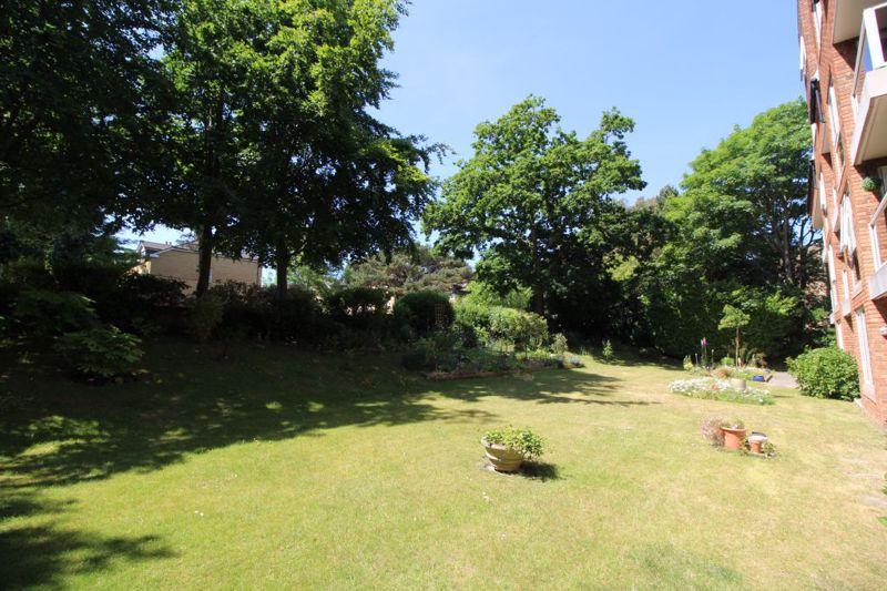 10 Pine Tree Glen Westbourne