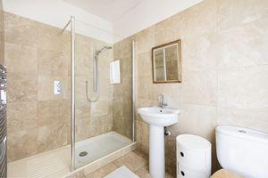 Master Bedroom Shower En-Suite