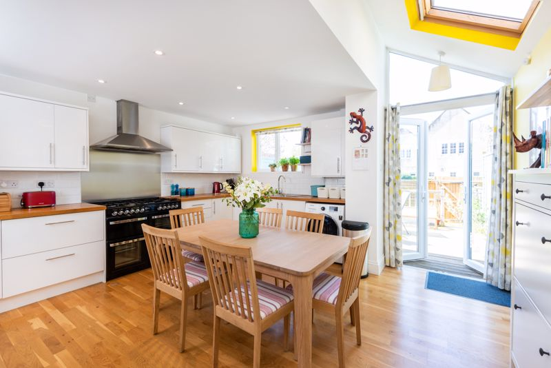 Airy Kitchen With Direct Garden Access