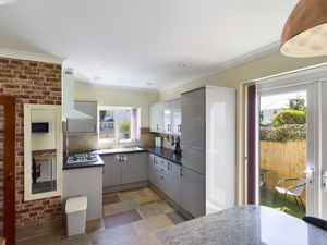 Modern Kitchen / Dining Room