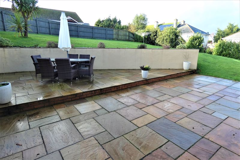 Sandstone Patio Entertaining Area