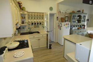 Modern Kitchen with Eye and Base Level Units
