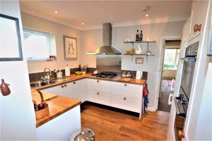 Modern Kitchen With High Quality Kitchen