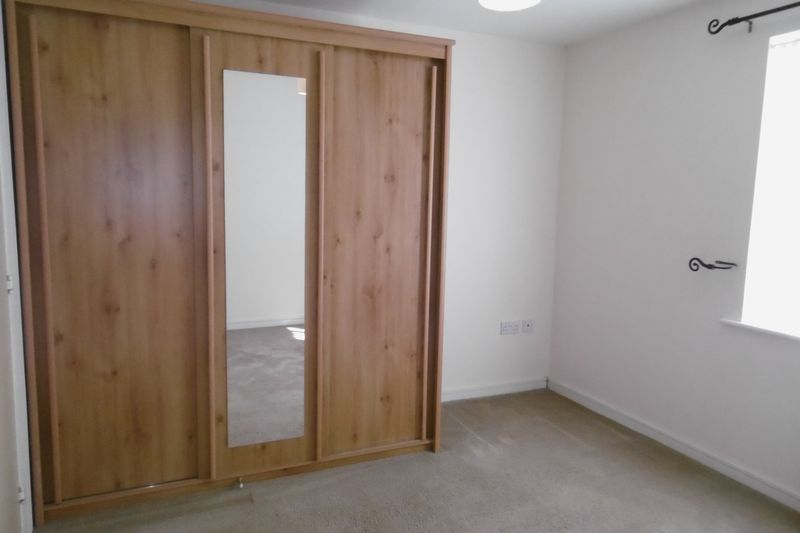 fitted wardrobes to master bedroom