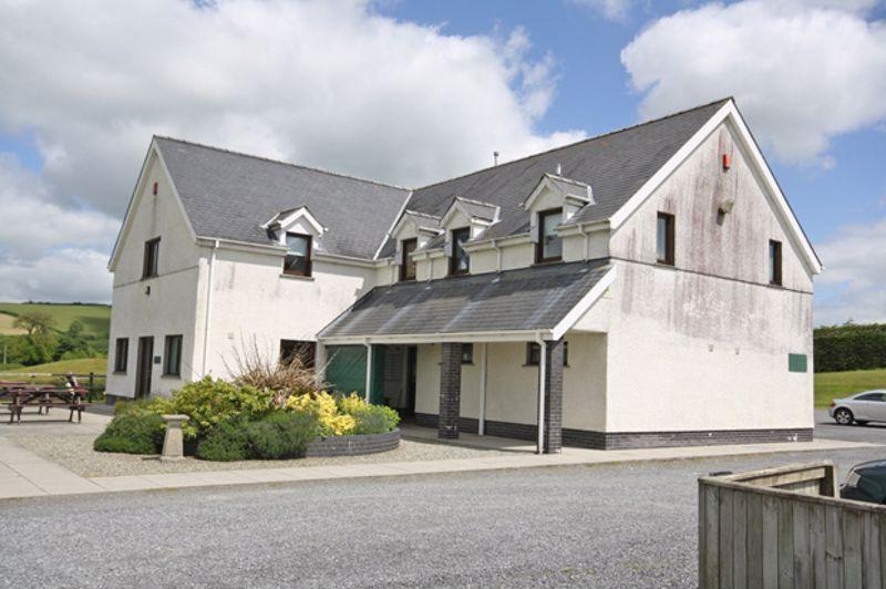 Derllys Court Golf Club, Llysonnen Road,