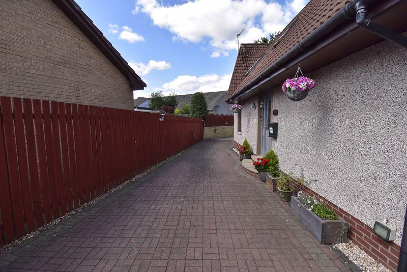 Side-Driveway