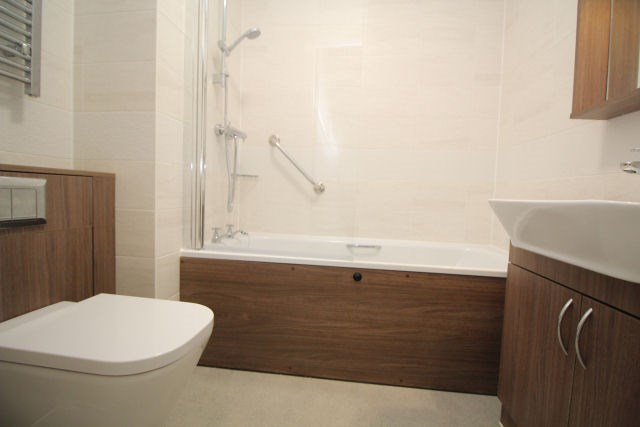 Bathroom l000694-(5).jpg