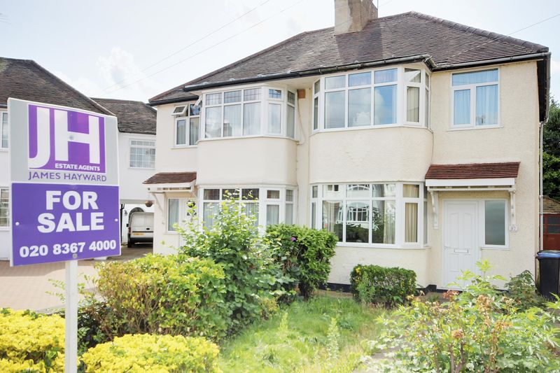 3 Bedrooms Property for sale in Manor Road, Enfield