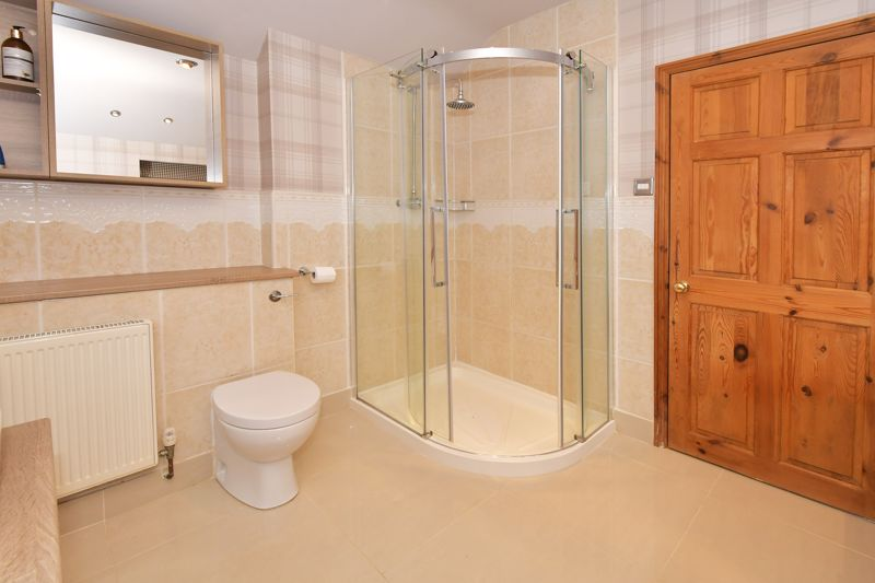 EN SUITE BATHROOM SHOWER