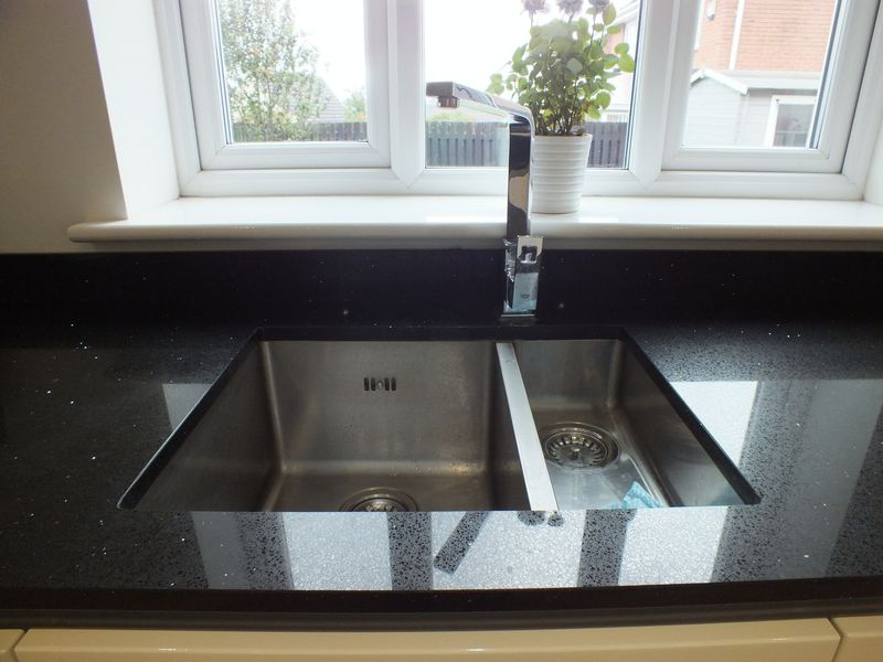 FEATURE KITCHEN SINK