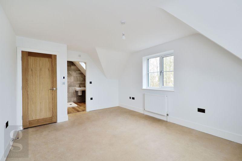Main Bedroom - En-Suite