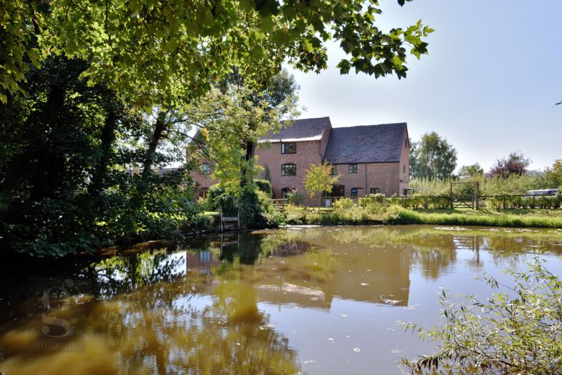 Lodge Farm Barns, Tillington