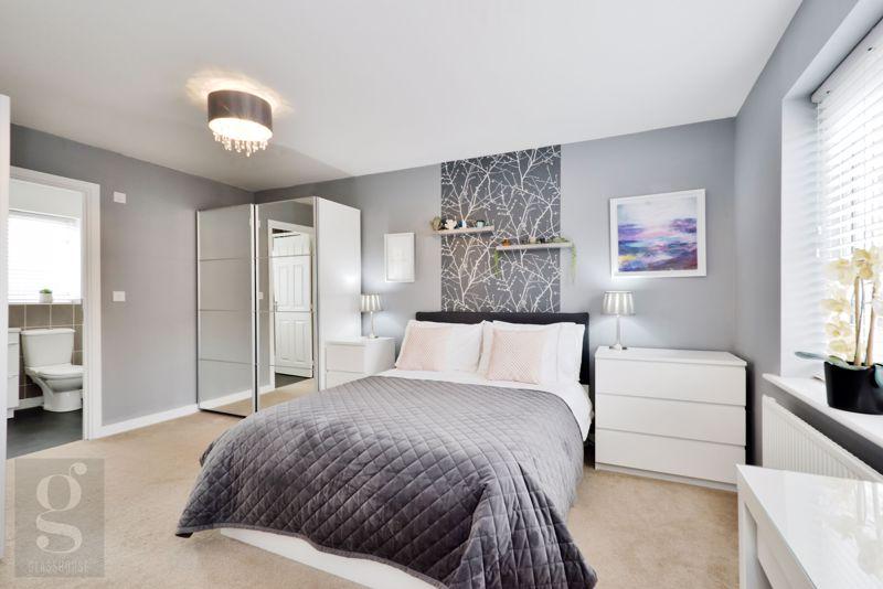 Main Bedroom / Dressing Area