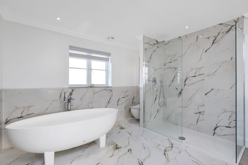 Walk-in Shower, Bath & WC