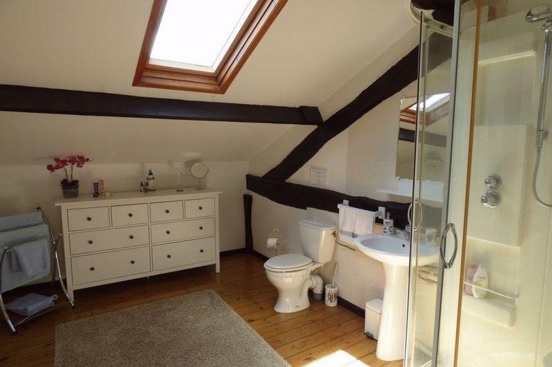 En suite to bedroom 3 - house