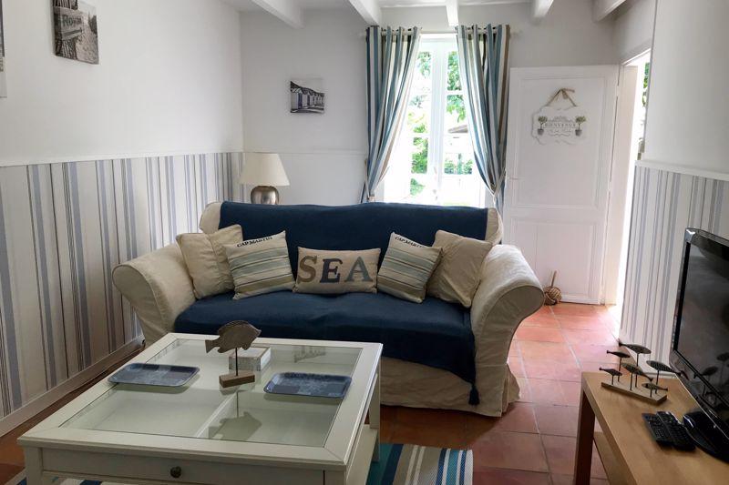 Les Volets Bleus sitting room