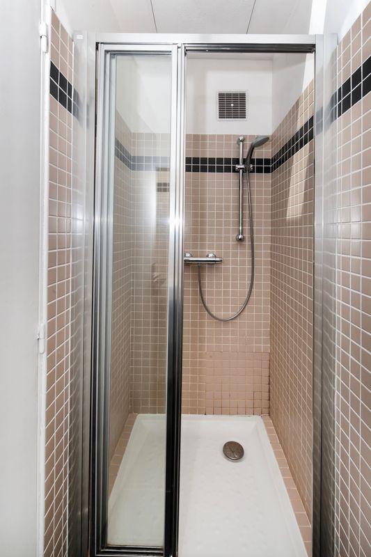 Third floor shower room