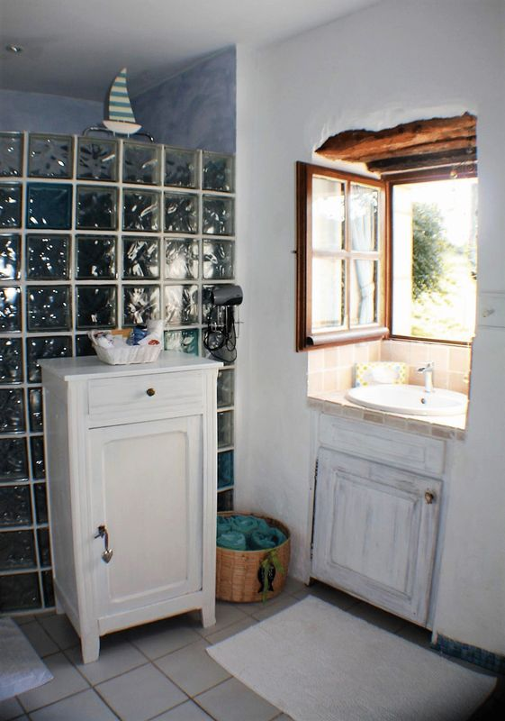 Gite: shower room