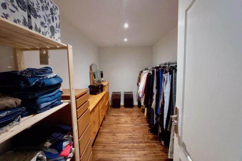 P Master dressing room