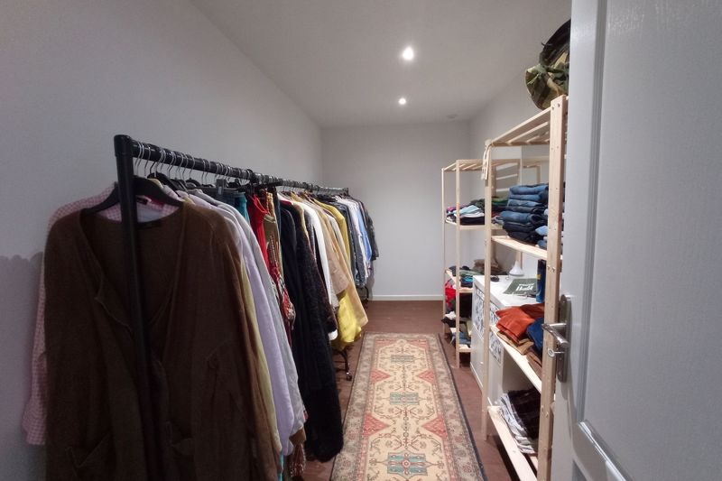 Q Master dressing room