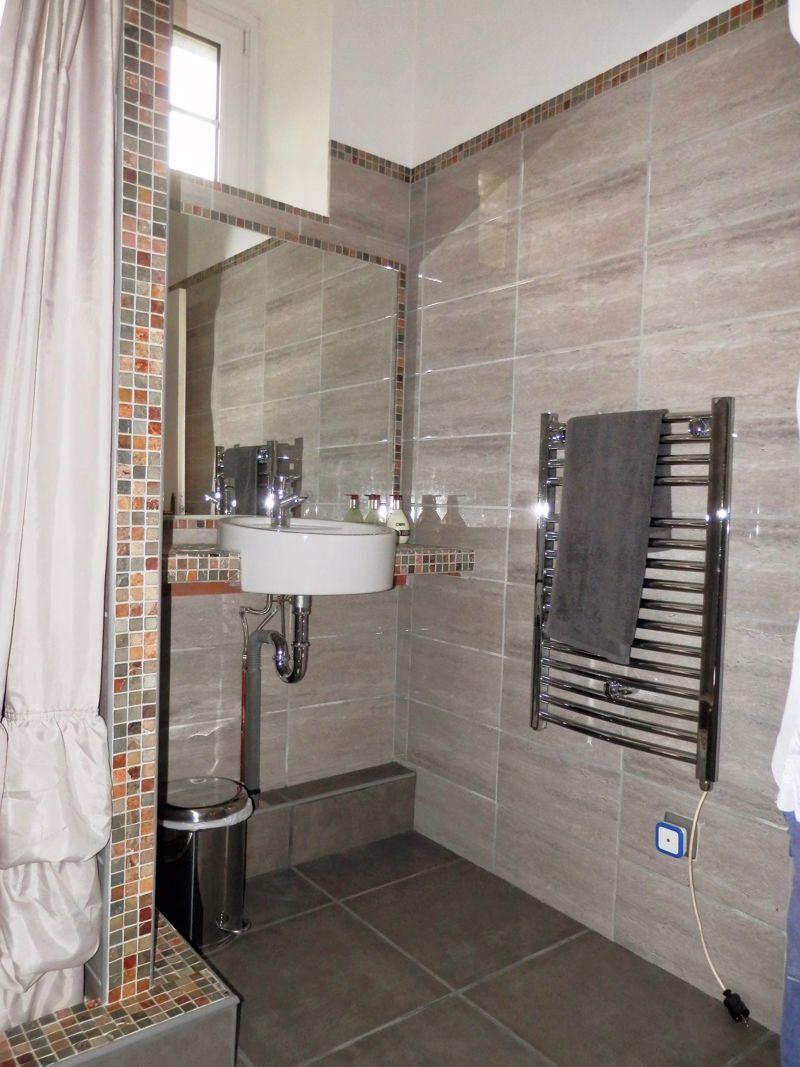 U Cottage bathroom