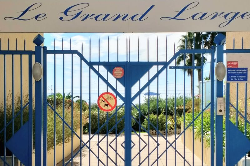 Entrance to Le Grand Large