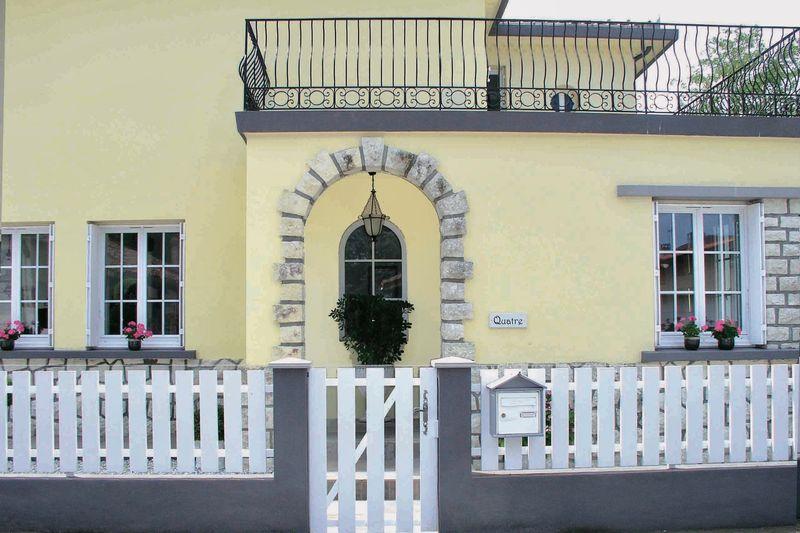 20. Street entrance