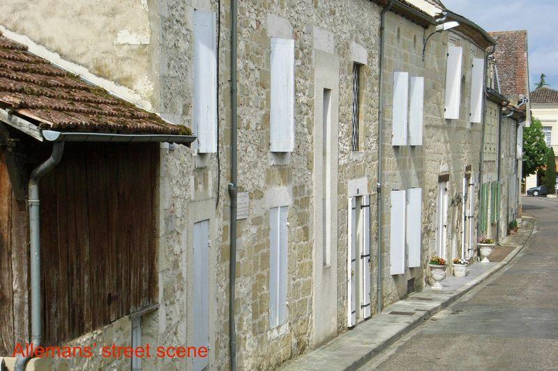 Photo 22 Allemans street scene